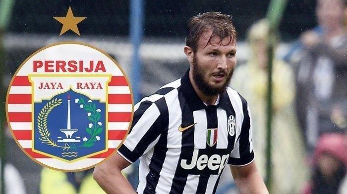 Marco Motta dipastikan absen bela Persija kala bersua PSM, pada Minggu 18 April 2021 besok malam.