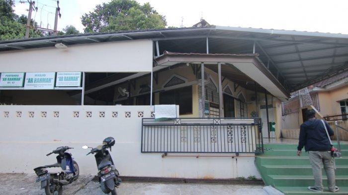 Satgas Covid-19 Kota Balikpapan menutup sementara rumah ibadah di RT 47 Perumahan Bumi Nirwana, Kelurahan Graha Indah, Kecamatan Balikpapan Utara. Zonasi di lingkungan tersebut berubah menjadi merah.
