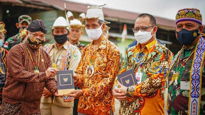 Jenderal TNI Jadi Saksi 3 Pakaian Adat Bertemu saat Penyerahan Masyarakat Pancasila di Long Bagun