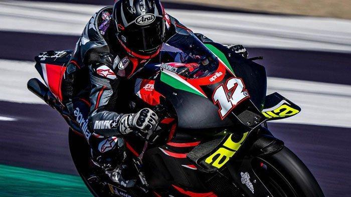 Pebalap MotoGP, Maverick Vinales saat menjajal motor Aprilia di San Marino pada 29 Agustus 2021. (Instagram / @maverick12official)