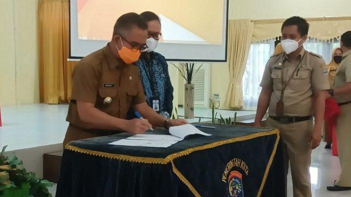 Wali Kota Tarakan dr Khairul MKes melakukan penandatanganan Nota Kesepakatan/Memory of Understanding (MoU) bersama Kepala Kanwil Ditjen Perbendaharaan Provinsi Kalimantan Utara,Indra Soeparjanto, Selasa (6/7/2021).