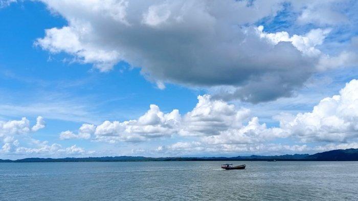 Situasi langit Berawan di Pelabuhan PLBL Liem Hie Djung, Kabupaten Nunukan, siang hari, belum lama ini.