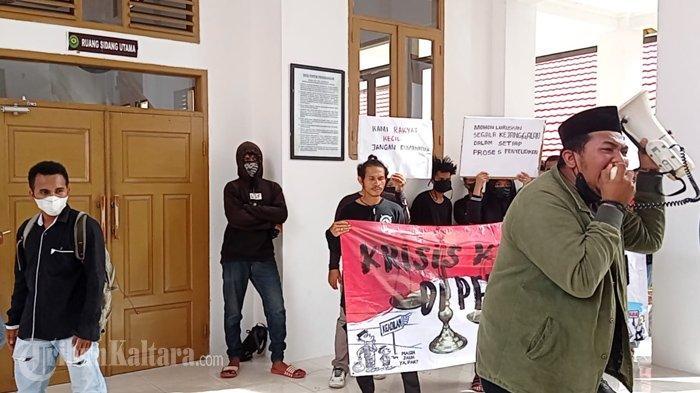 Sidang Kasus Sopir Truk Tabrak Mahasiswi Diwarnai Ketegangan, Puluhan Orang Orasi di PN Nunukan