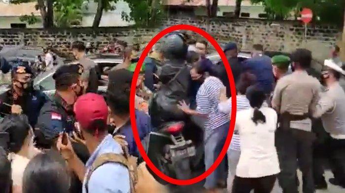 Detik-detik Paspampres Tersungkur Didorong Emak-emak Serbu Mobil Jokowi di NTT, Kerumunan Disorot