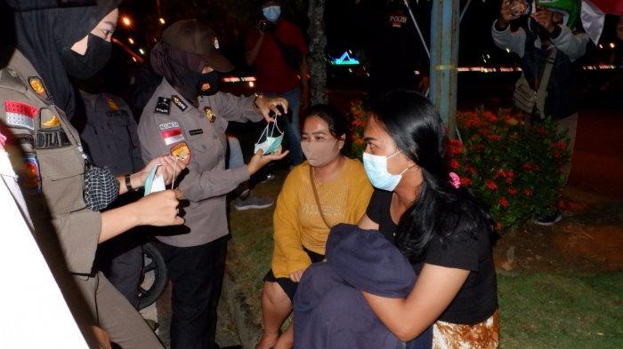 Patroli gabungan Satuan Tugas Penanganan Covid-19 Malinau di sekitar wilayah Kecamatan Malinau Kota, Kabupaten Malinau, Provinsi Kalimantan Utara, Sabtu malam (14/8/2021)