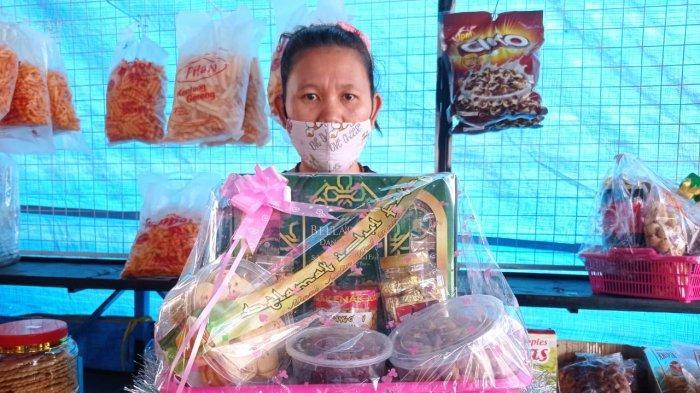 Pandemi Covid-19, Pedagang Ini Banting Setir dari Jualan Buku ke Kue Kering: Pembeli Tetap Sepi