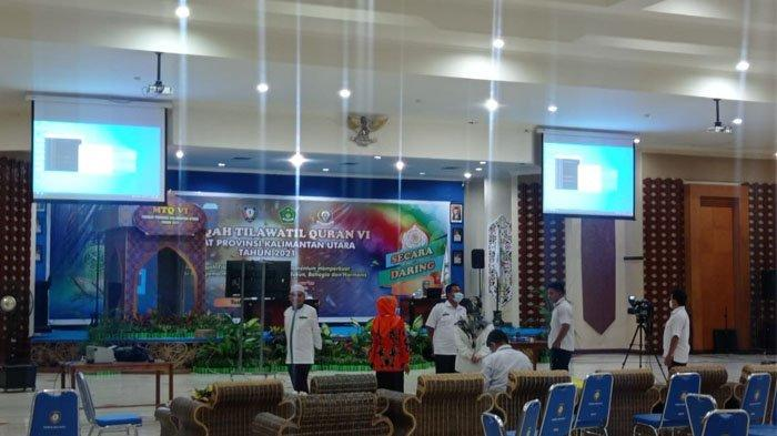 Pelaksanaan MTQ Ke-6 Provinsi Kalimantan Utara diikuti Kafilah Kabupaten Malinau secara daring dari Kantor Bupati Malinau, Provinsi Kalimantan Utara, Rabu (16/6/2021). (TRIBUNKALTARA.COM/MOHAMMAD SUPRI)