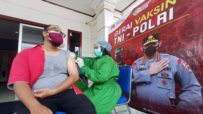 Bekerjasama dengan Polresta Balikpapan, Puluhan Karyawan Tribun Kaltim Ikut Vaksinasi Covid-19