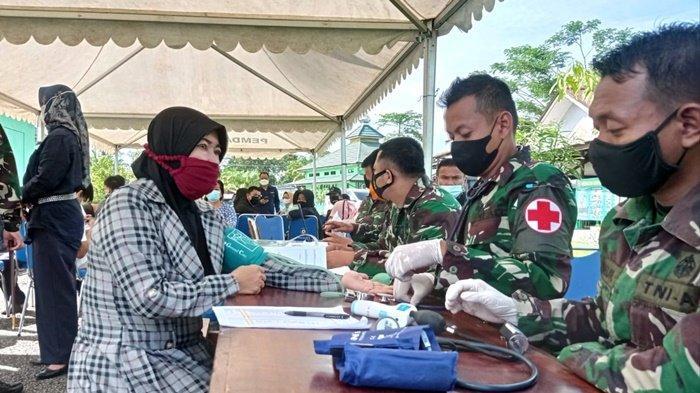 Pelaksanaan vaksinasi Covid-19 di Aula Makodim 0910 Malinau, Kecamatan Malinau Kota, Kabupaten Malinau, Provinsi Kalimantan Utara, Kamis (8/7/2021). (TRIBUNKALTARA.COM/MOHAMMAD SUPRI)