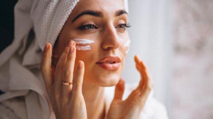 Bisa Sembuhkan Luka, Ini 9 Manfaat Air Mawar untuk Kecantikan Kulit Wajah