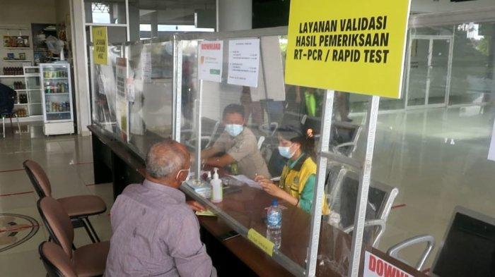 Bandara Juwata Siapkan Dua Meja untuk Screening dan Validasi Data SIKM Penumpang Pesawat