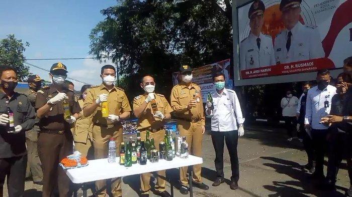 Langgar Perda Pemkot Samarinda, 1.115 Botol Miras Ilegal Dimusnahkan Walikota dan Forkopimda