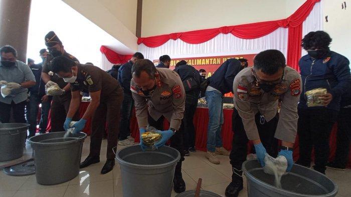 Pemusnahan narkoba yang dilakukan Kapolda Kaltara berserta jajaran pemerintah, Selasa (14/9/2021).