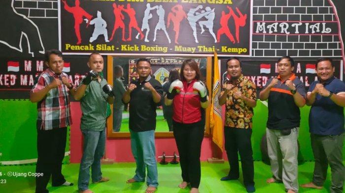 Norhayati Andris saat mengunjungi lokasi latihan bela diri campuran di Kabupaten T ana Tidung, Minggu (30/5/2021)