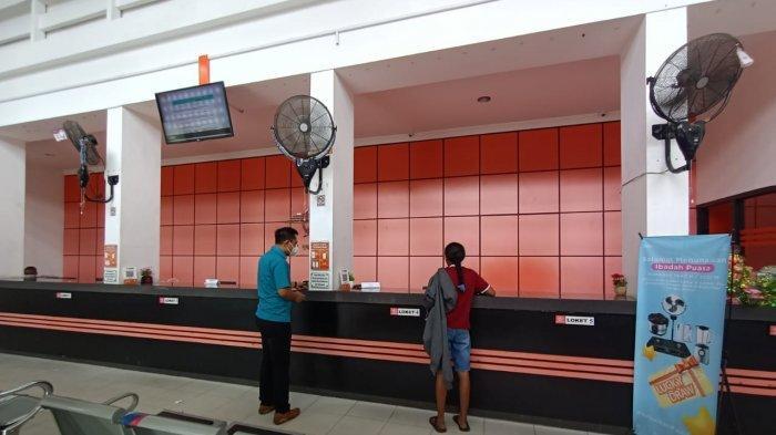 Aktivitas pengirima berkas di Kantor Pos Kota Tarakan, Selasa (13/7/2021)
