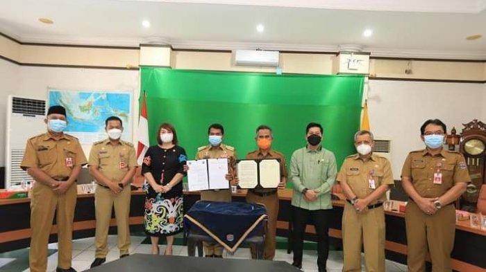 Wali Kota Tarakan dr Khairul dan Gubernur Kaltara  Zainal Arifin Paliwang menandatangani serah terima asset disaksikan Ketua DPRD Provinsi Kaltara dan Ketua DPRD Kota Tarakan.