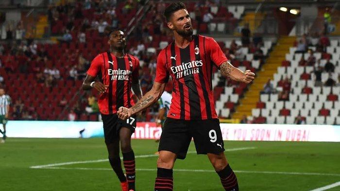 Penyerang AC Milan, Olivier Giroud saat laga pramusim jelang Liga Italia Serie A 2021/2022. (acmilan.com)