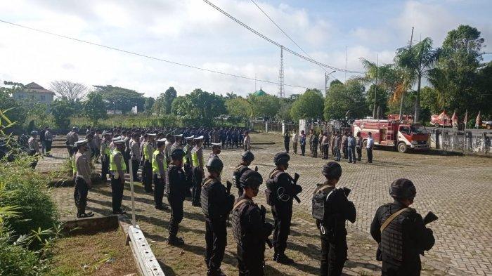 BREAKING NEWS Penetapan Bupati Malinau Terpilih, Dijaga Brimob Bersenjata, Armada Damkar Turut Siaga