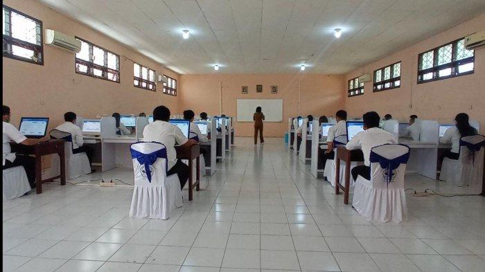 Peserta seleksi kompetensi PPPK Guru di SMK Negeri 2 Malinau, Kecamatan Malinau Kota, Kabupaten Malinau, Provinsi Kalimantan Utara, Senin (13/9/2021)