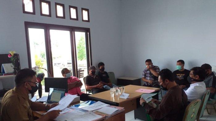 Rapat penyelesaian hubungan industrial di Kantor Dinas Ketenagakerjaan Kabupaten Malinau, Provinsi Kalimantan Utara, beberapa hari lalu.