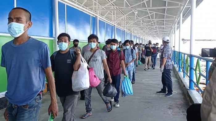 Ratusan PMI yang dideportasi dari Tawau, Malaysia tiba di Pelabuhan Tunon Taka Nunukan, belum lama ini
