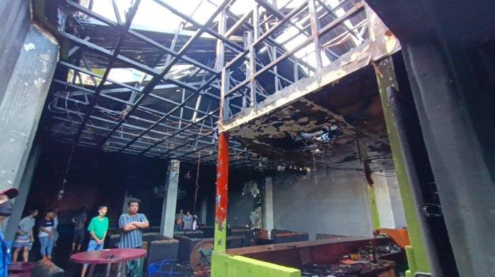 Tim Pemadam Kebakaran (PMK) Tarakan saat melakukan pendidinginan, Rabu (9/6/2021). TRIBUNKALTARA.COM/ANDI PAUSIAH