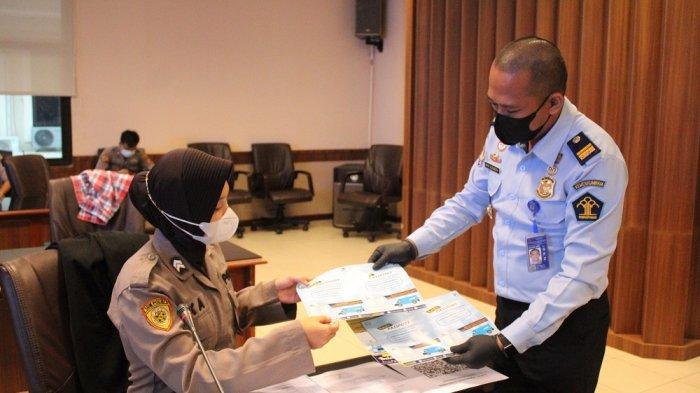 Kantor Imigrasi Kelas I TPI Balikpapan menggelar layanan Eazy Passport yang berlangsung di Ruang Rupatama Mapolda Kalimantan Timur.