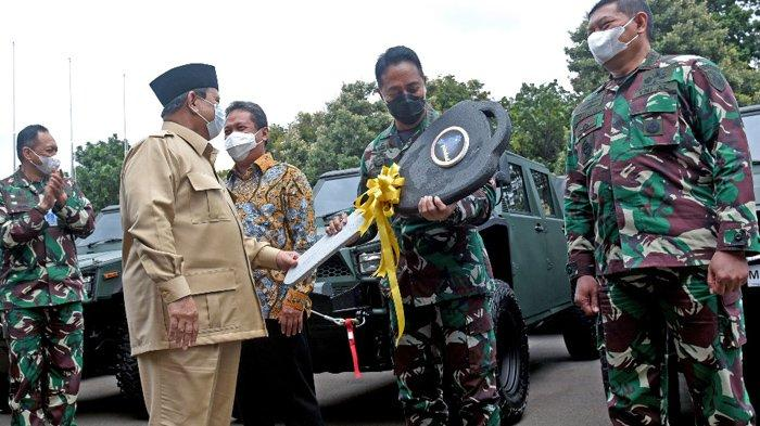 Prabowo Berikan Kunci Mobil ke Jenderal Andika Perkasa, Menhan Borong Ratusan Maung Pindad untuk TNI