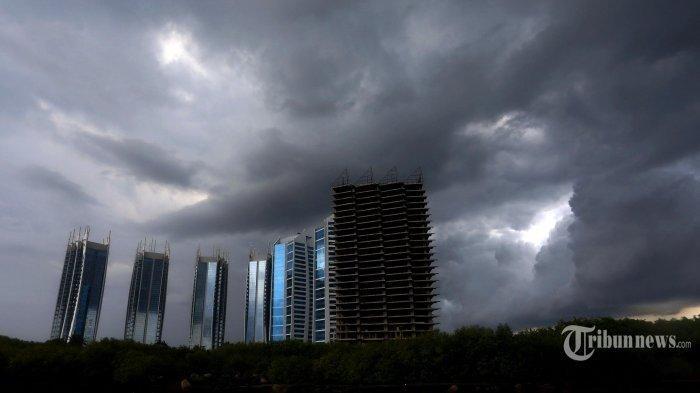 Waspada Cuaca Ekstrem, 23 Wilayah di Indonesia Berpotensi Hujan Lebat Disertai Petir & Angin Kencang
