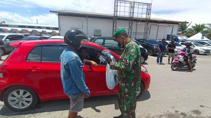 Kegiatan patroli dipimpin langsung Dandim 0907 Tarakan, Letkol Inf Reza Fajar Lesmana di beberapa titik potensi kerumunan.