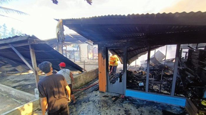 Kerumunan Warga Nonton Kebakaran jadi Kendala Tim Pemadam, Material Rumah Kayu Lebih Cepat Terbakar