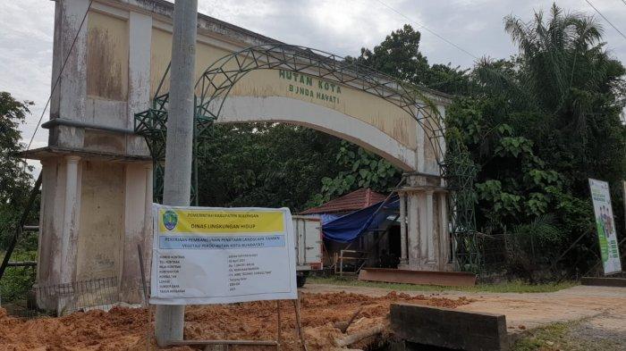 Proyek Pembangunan Penataan Landscape Taman Vegetasi Hutan Kota Bunda Hayati (14/09/2021).