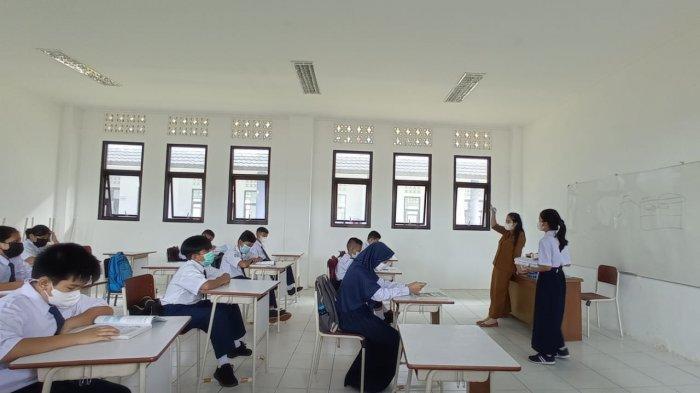 Hari ketiga pelaksanaan pembelajaran tatap muka terbatas di satuan pendidikan Kecamatan Malinau Kota, Kabupaten Malinau, Provinsi Kalimantan Utara, Kamis (9/9/2021).