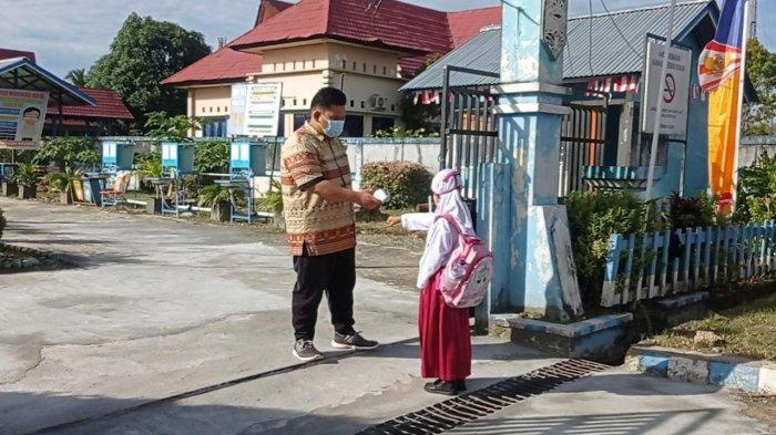 7 September 2021, PTM Terbatas Dilakukan di 4 Kecamatna Kabupaten Mainau, Orang Tua Khawatir KIPI