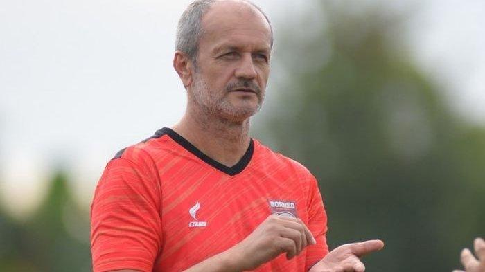 Risto Vidakovic mulai memantau pelatihan skuad Borneo FC menghadapi lanjutan seri 2 BRI Liga 1.