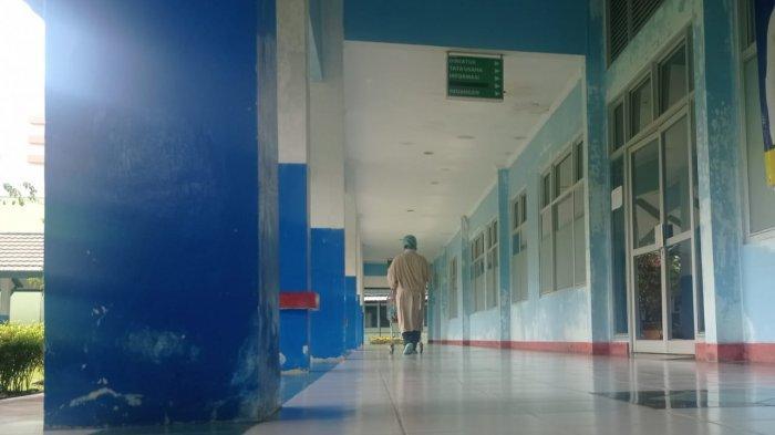 Suasana di Ruang Tulip RSUD Malinau yang merupakan fasilitas isolasi pasien konfirmasi Covid-19 di Kabupaten Malinau, Provinsi Kalimantan Utara, Kamis (26/8/2021).