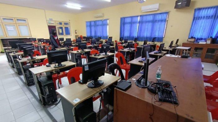 Kesiapan ruangan di SMKN 2 Tarakan untuk peserta PPPK guru yang akan dilaksanakan mulai 30 Agustus 2021.