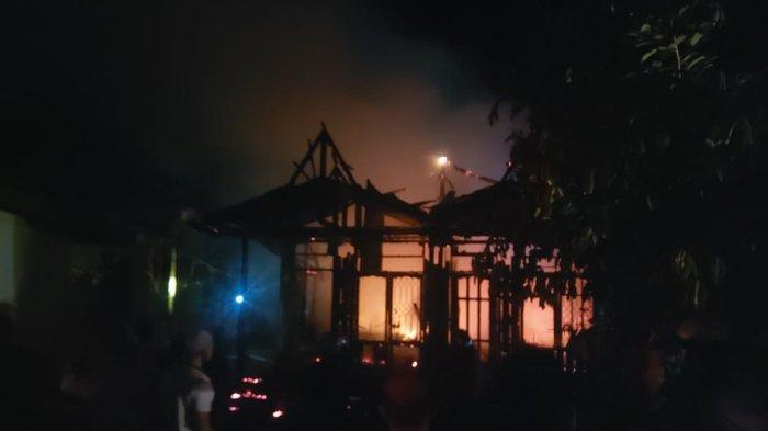 Rumah Mantan Camat di Sanggata Selatan Hangus Terbakar, Diduga Korsleting Listrik