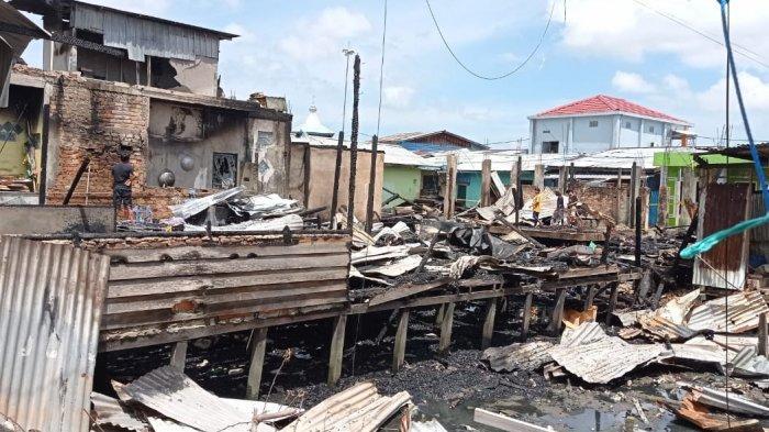 Penampakan rumah-rumah yang habis dilahap api di Jalan Yos Sudarso, Selumit Pantai, Tarakan Tengah, Selasa (9/3/2021) dini hari.