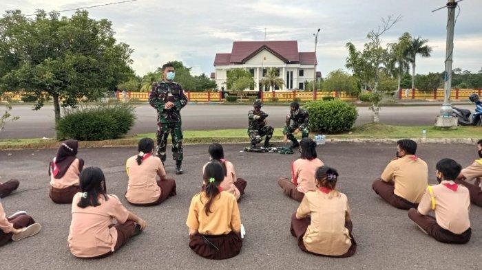 Prajurit TNI Anak Buah Marsekal Hadi Tjahjanto Ajari Anggota Pramuka Malinau Tangani Korban Bencana