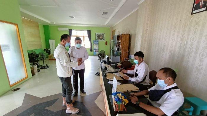 Salah seorang warga Tarakan saat mendatangi Dinkes Kota Tarakan untuk melakukan pendaftaran vaksinasi lansia. TRIBUNKALTARA.COM/ANDI PAUSIAH