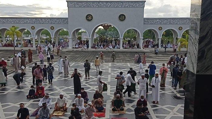 Pelaksanaan Salat Idul Fitri berjamaah di Islamic Center Nunukan, Kalimantan Utara, Kamis (13/05/2021), pagi. (TribunKaltara.com / Febrianus Felis)