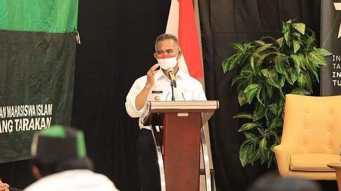 Wali Kota Tarakan dr Khairul MKes memberikan sambutan pada Diskusi Merdeka yang digelar HMI Badko Kalimantan Utara.