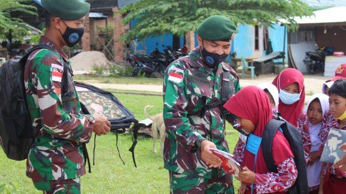 Prihatin Nasib Pelajar di Daerah Perbatasan, Satgas Pamtas RI-Malaysia Bagikan Perlengkapan Sekolah