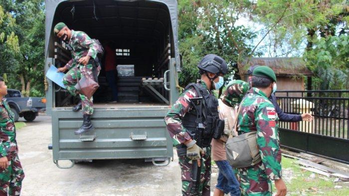 MW diringkus personel Pamtas Yonarhanud 16/SBC ke Mako Polres Nunukan untuk diproses lebih lanjut, Senin (16/03/2021), sore. (HO/ Yonarhanud 16/SBC)