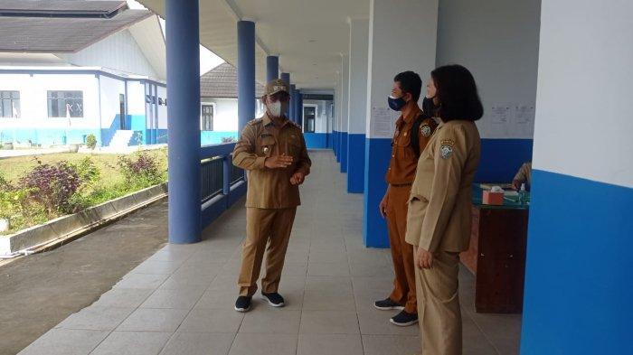 Satuan Tugas Penanganan Covid-19 Malinau saat memantau pelaksanaan hari pertama PTM terbatas di satuan pendidikan wilayah Kecamatan Malinau Kota, Kabupaten Malinau, Provinsi Kalimantan Utara, Selasa (7/9/2021).