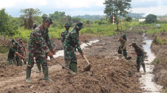 Kerahkan Tenaga, Tetesan Keringat Wujud Pengabdian TNI Satgas TMMD Kodim 0907 Tarakan Untuk Negeri