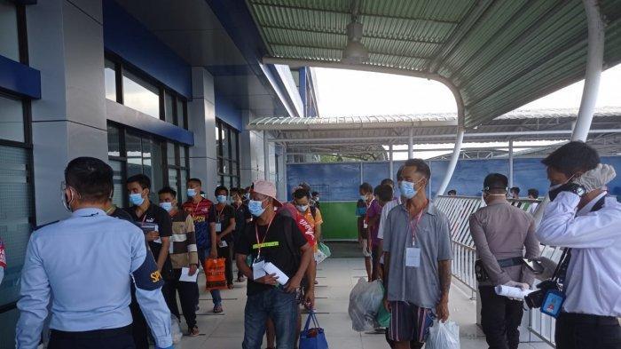 Sebanyak 161 Pekerja Migran Indonesia (PMI) dideportasi dari Malaysia dan tiba di Pelabuhan Tunon Taka Nunukan, Rabu (01/09/2021), pukul 15.30 Wita. TRIBUNKALTARA.COM/ Febrianus Felis.