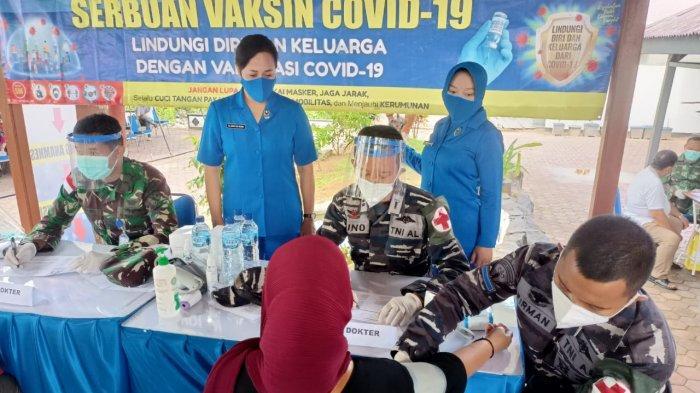Kegiata Serbuan Vaksin Covid-19 mendukung vaksinasi masyarakat umum di Mako Satrol Lantamal XIII Tarakan, Kamis (15/7/2021).