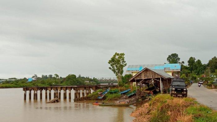 Lebih dari 7 Tahun, Siring Beton Rebah di Desa Jelarai Selor tak Juga Diperbaiki, Warga Beber Dampak